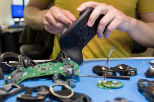 "Valve Bringing Tech to GDC: SteamVR, Steam Controller, and ""Living Room Devices"""